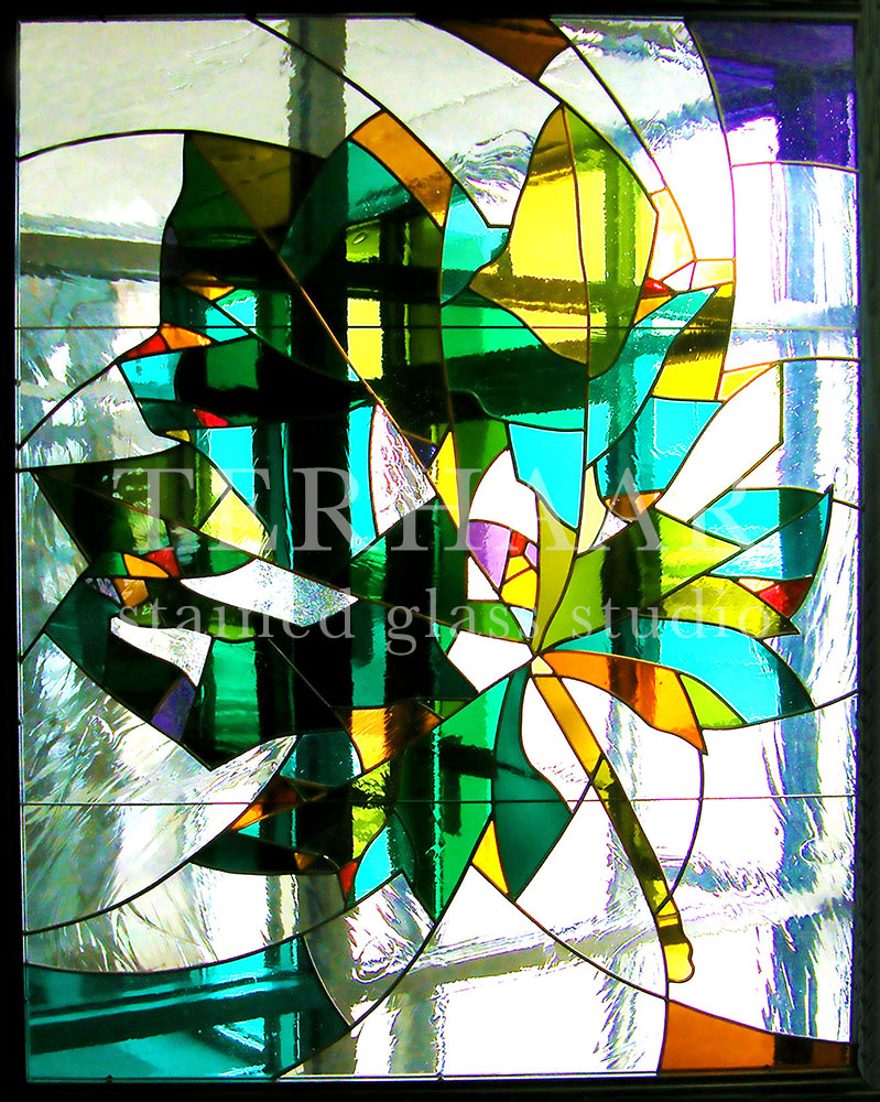 stained-glass-art_maple-leaf-in-lobby_stained-glass-window_commercial_terhaarglass.com