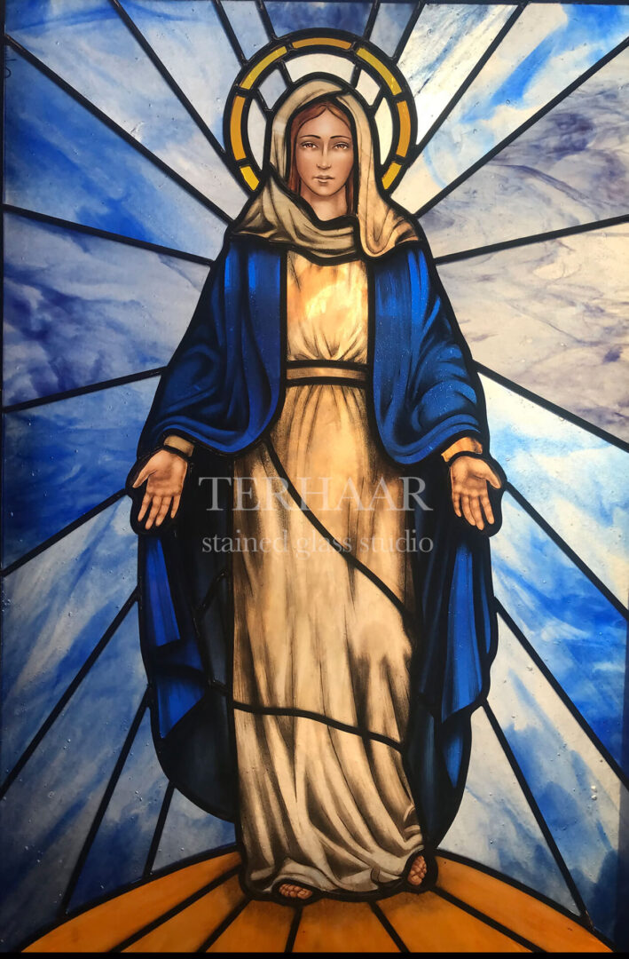 stained-glass-art_mary-with-hands-out_stained-glass-window_house_of_worship_terhaarglass.com