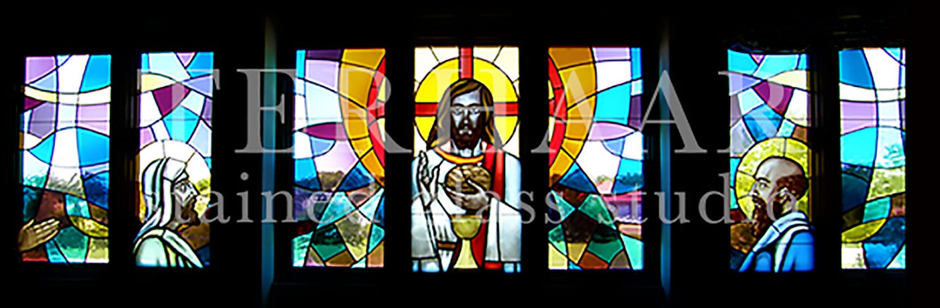stained-glass-art_jesus-breaking-bread_stained-glass-windows_house-of-worship_terhaarglass.com