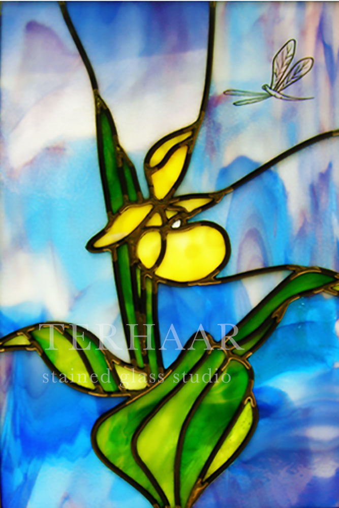 stained-glass-art_yellow-lady-slipper_stained-glass-window_residential_terhaarglass.com