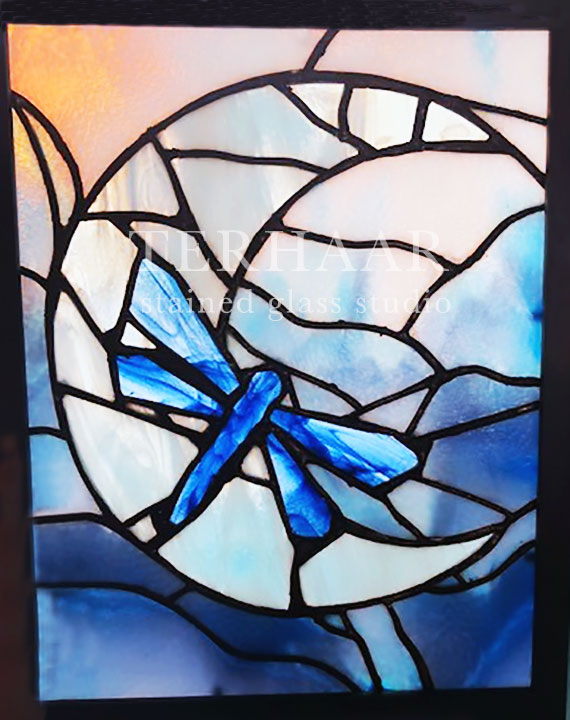 stained-glass-art_dragon-fly_stained-glass-window_residential_gallery-page_terhaarglass.com